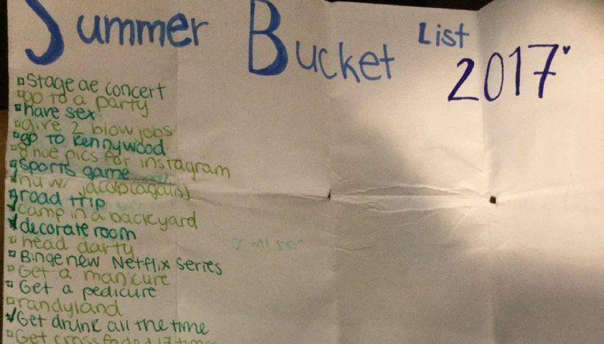 """Estate 2017, una ragazza stila una lista di """"cose da fare"""""""