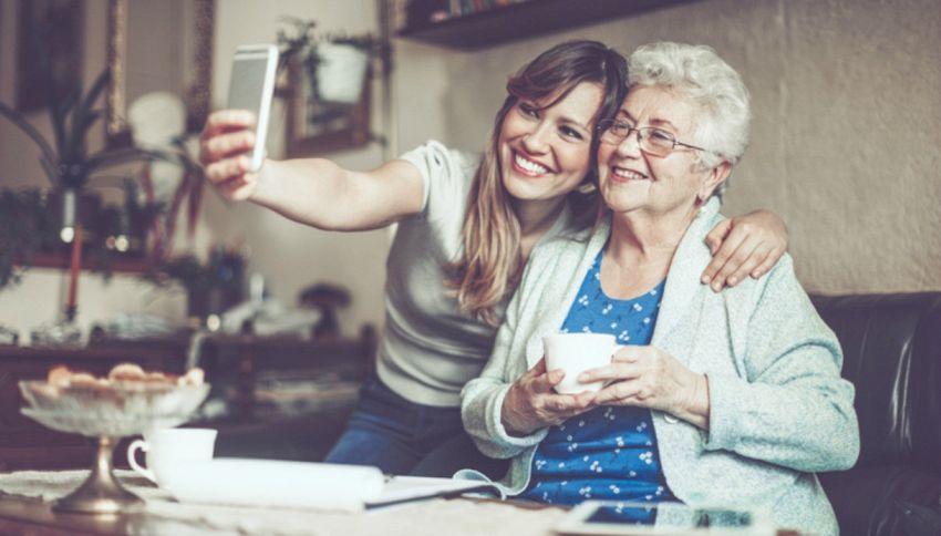 La migliore amica dei teenager è la nonna. Lo dice la scienza