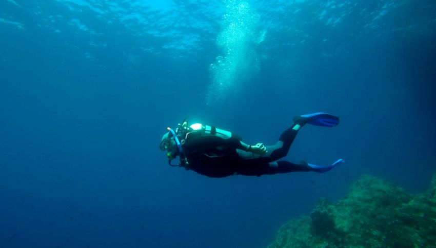 Intrappolato per 60 ore in una grotta marina, salvo per miracolo