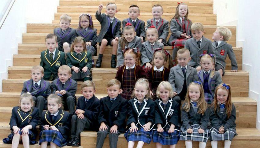 Scozia, il primo giorno di scuola ci sono 13 coppie di gemelli