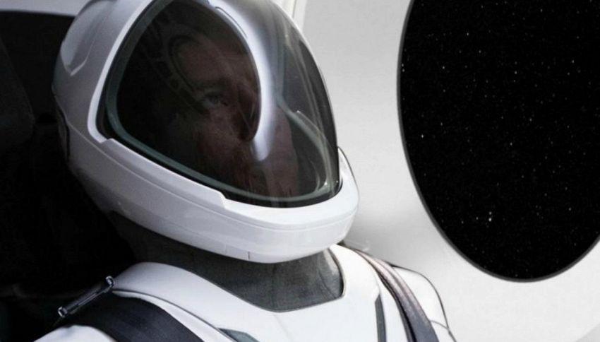 Space X, Elon Musk svela la tuta spaziale