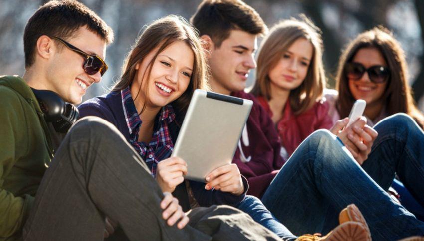 Sarahah, come funziona e i rischi dell'app più usata dai giovani