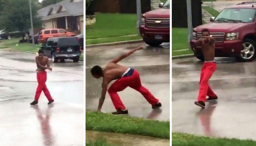 C'è l'uragano Harvey e lui, invece di scappare, inizia a ballare