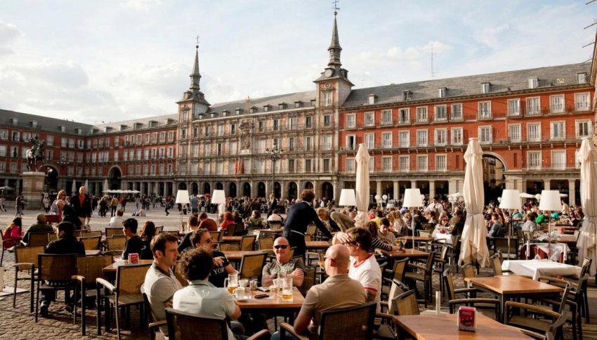 Ecco spiegato perché gli spagnoli mangiano tardi