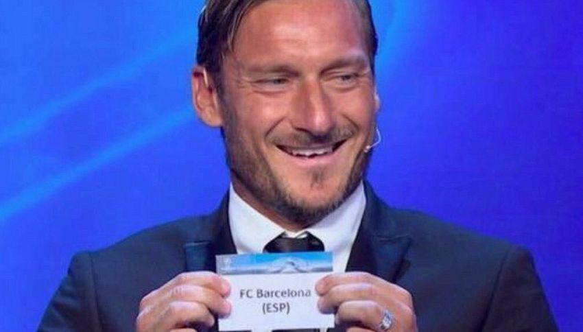 Totti estrae il Barcellona per la Juve, guarda Buffon e ride