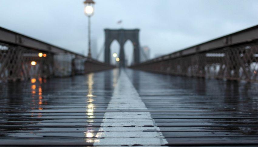Troppa pioggia e le scale di Brooklyn diventano una cascata