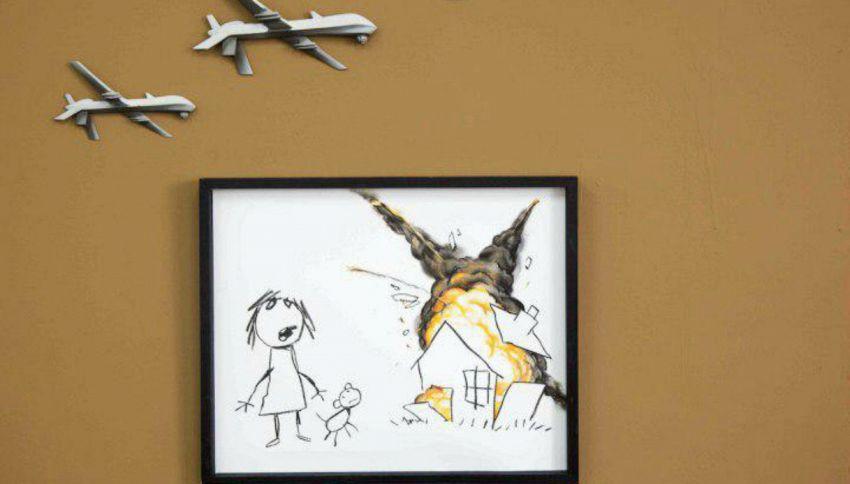 Bombe sui disegni dei bambini: l'opera di Banksy contro la guerra