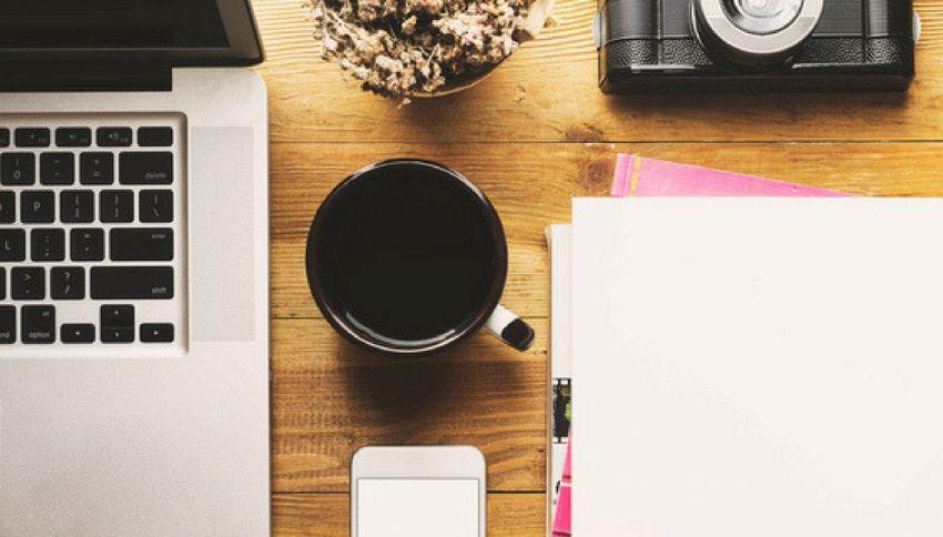 8 novembre, giornata per il riordino della scrivania in ufficio