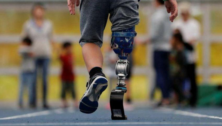 La storia di Haruta, il bambino senza una gamba che ama correre