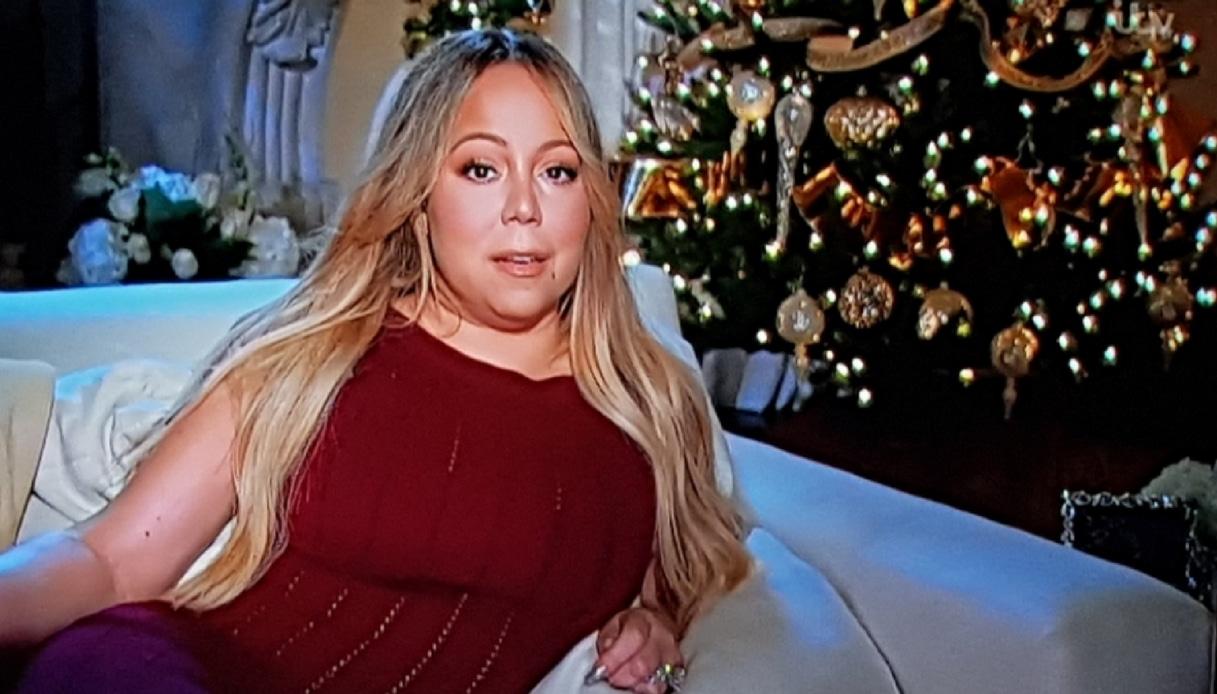 Perché Mariah Carey a ottobre ha già fatto l'albero di Natale?