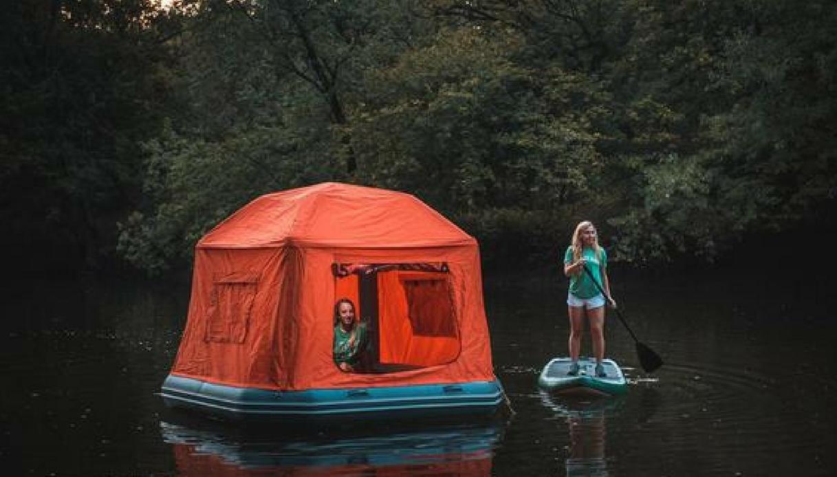 Arriva la tenda galleggiante per campeggiare sull'acqua