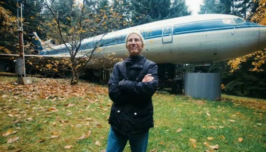 Bruce, l'uomo che vive in un aereo in mezzo al bosco