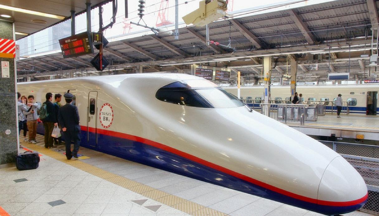 Giappone, treno parte 20 secondi in anticipo. Compagnia si scusa