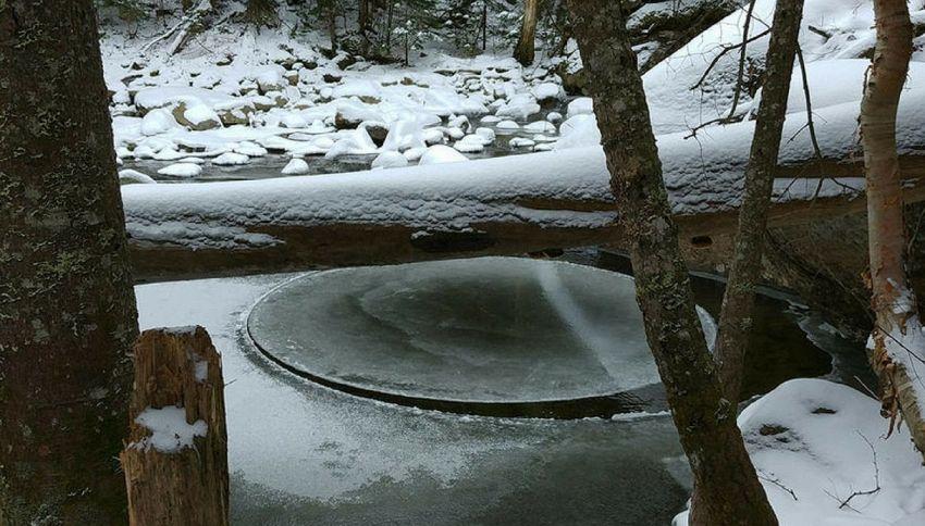 NY, nel lago compare un disco di ghiaccio rotante