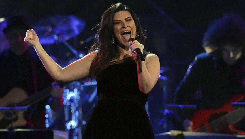 Laura Pausini sarà giudice di X Factor, ma non in Italia