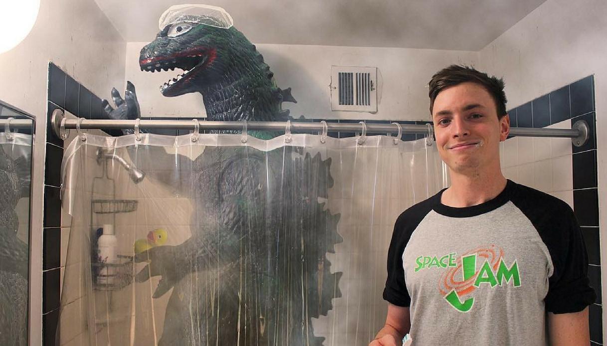 La vita quotidiana di Godzilla su Instagram