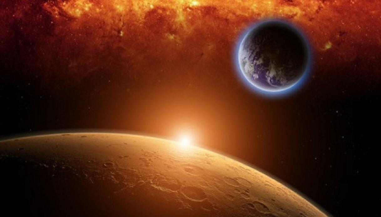 Nel 2018 arriva un cielo rosso fuoco creato da Luna e Marte