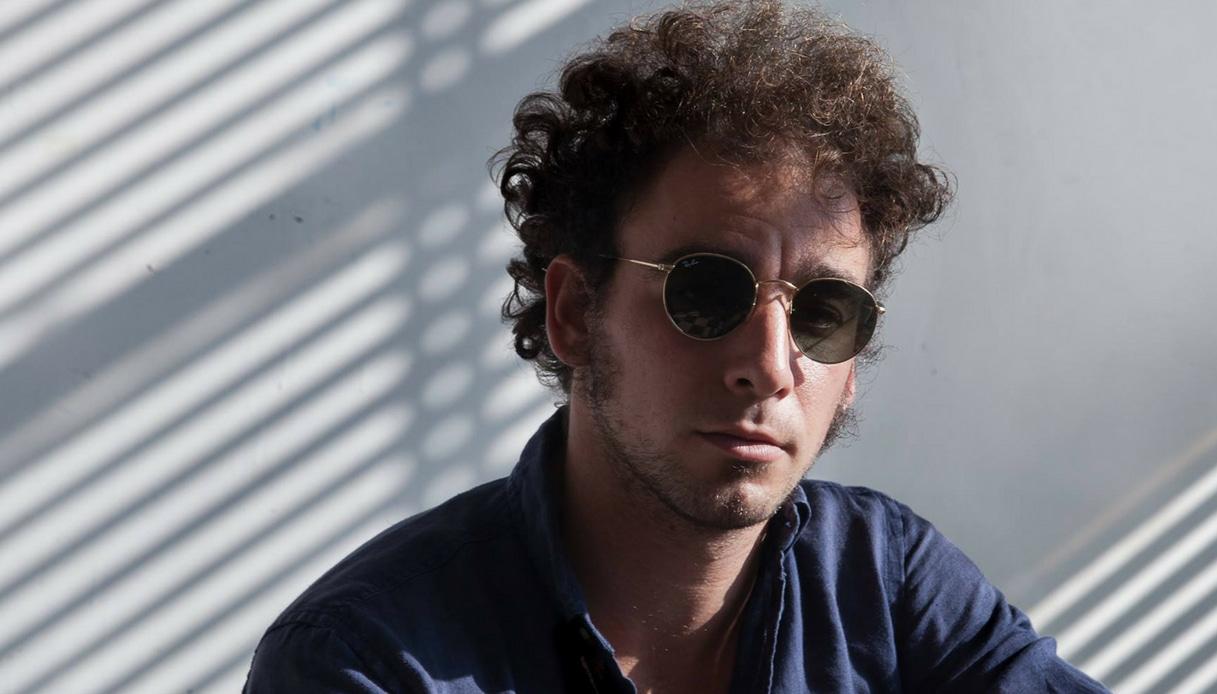 """Chi è Marco Greco, il cantante di """"Tutta Mora"""""""