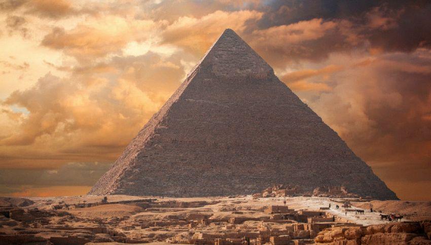 Nella piramide di Cheope è custodito un trono meteoritico