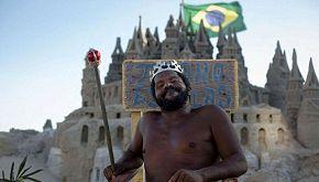 Marcio, l'uomo che vive da 22 anni in un castello di sabbia