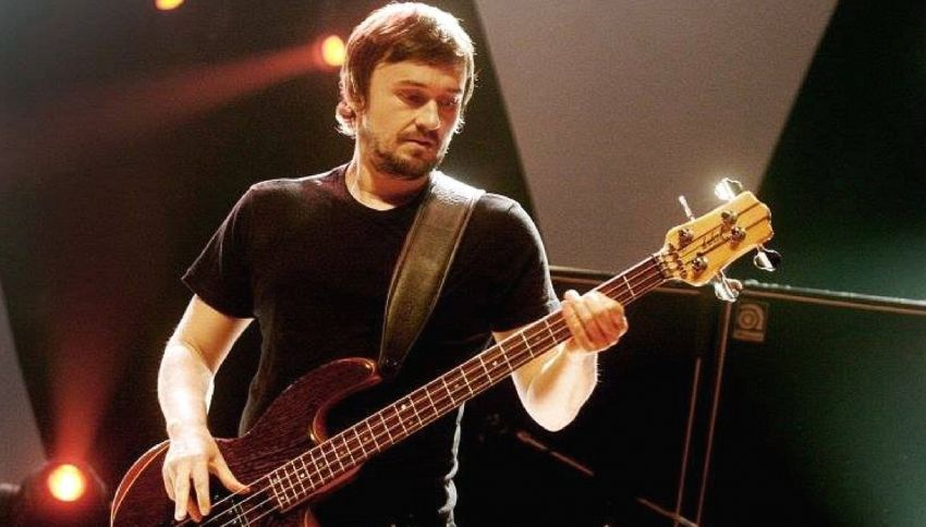 Chi è Mike Hogan, il bassista dei Cranberries