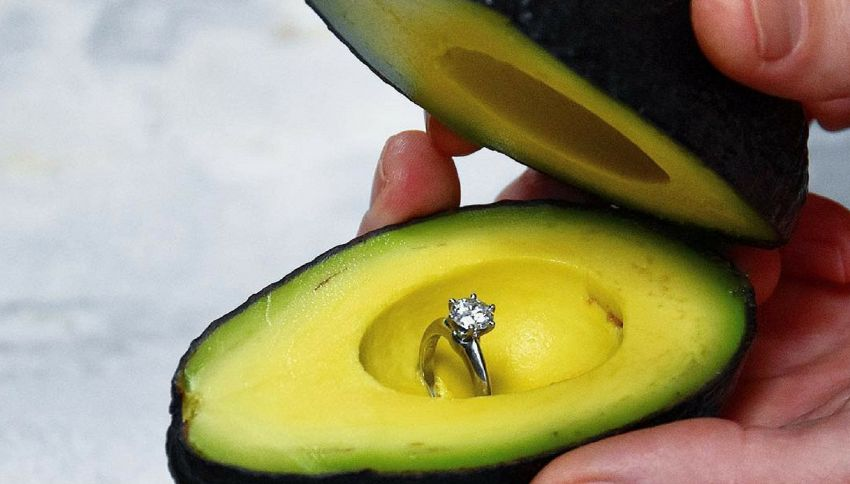 La gente sta usando gli avocado per fare proposte di matrimonio