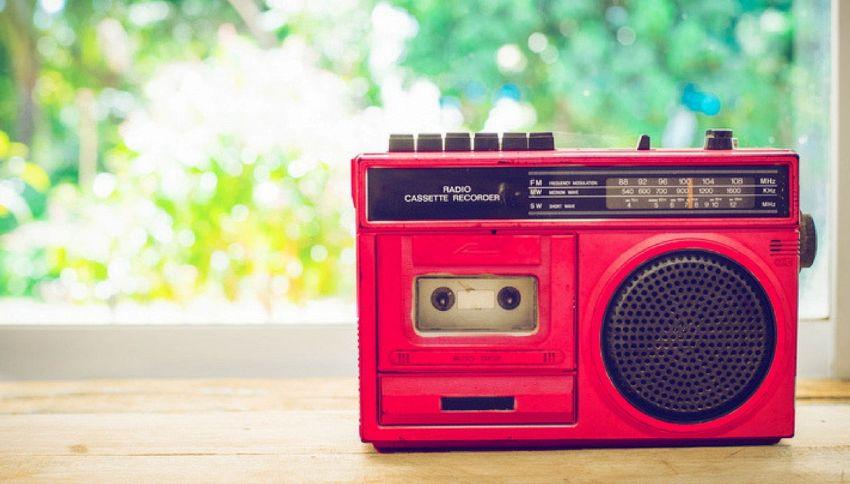 Le 12 canzoni per la giornata internazionale della radio