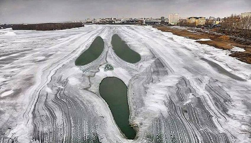 Scream compare su un lago ghiacciato