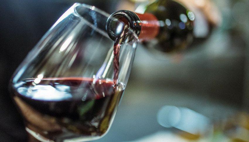 """Due bicchieri di vino al giorno aiutano a """"ripulire"""" il cervello"""
