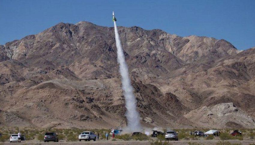 Mad Mike si lancia dal razzo per dimostrare che la terra è piatta