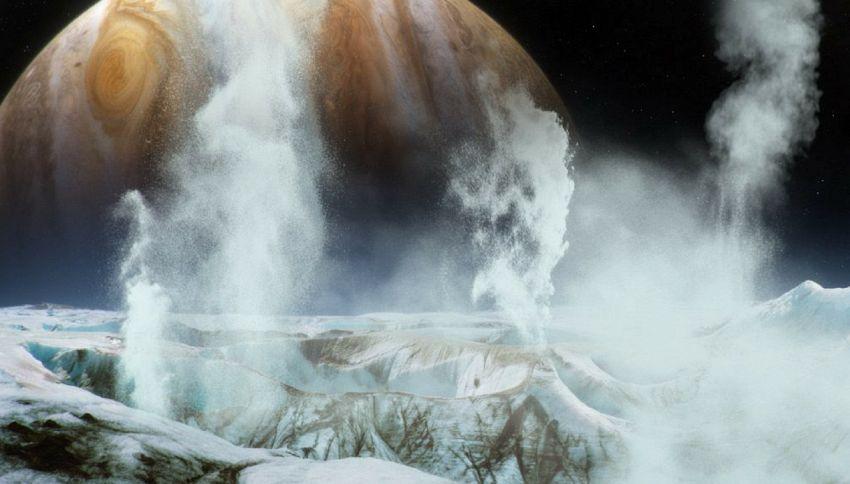 Pennacchi di acqua su Europa, la luna di Giove
