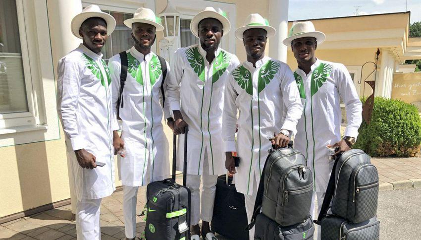 Il look swag dei calciatori della Nigeria ai Mondiali in Russia