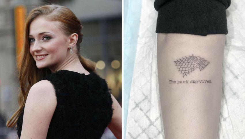 """Lo spoiler del finale di """"Game of Thrones"""" nel tatuaggio di Sansa"""