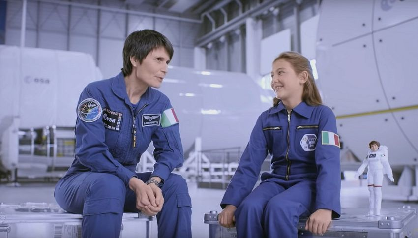 Barbie diventa astronauta ed è uguale a Samantha Cristoforetti