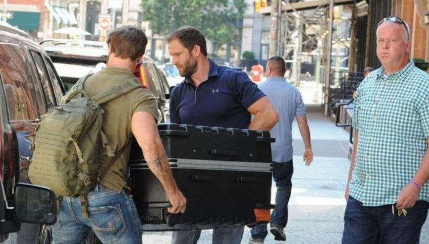 Dentro questa valigia c'è una delle più famose popstar del mondo