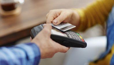 Che differenza c'è fra bancomat, carte di credito e di debito?