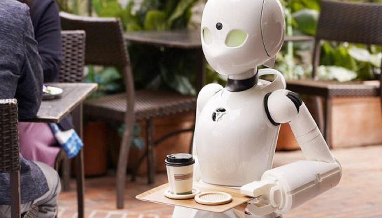 In questo bar lavorano dei robot guidati da persone paralizzate