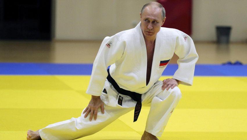 Putin sfida il campione olimpico di judo, ma qualcosa va storto