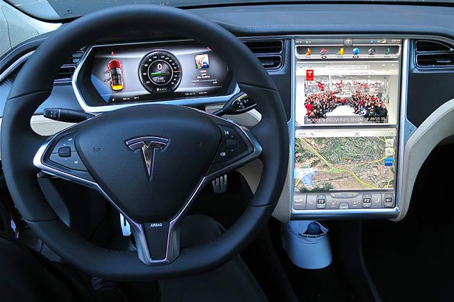 Smart e connected car