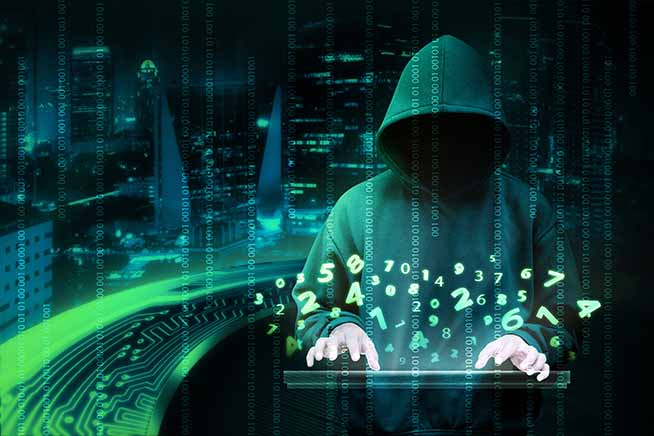 Hacker digita una tastiera