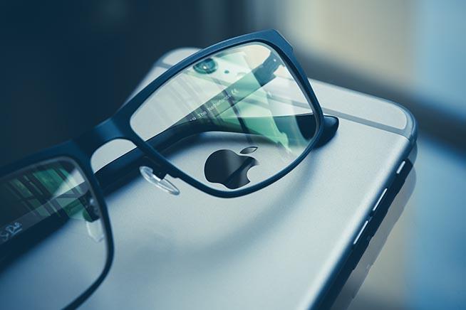 Paio di occhiali su iPhone