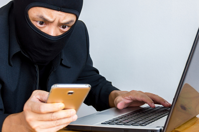 Premi sull'immagine per scoprire se qualcuno ti sta spiando lo smartphone