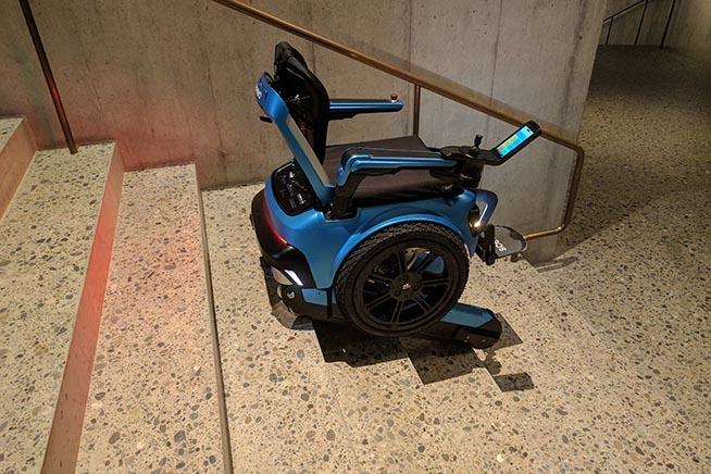 Scewo la sedia a rotelle che sale e scende le scale for Sedia elettrica che sale le scale