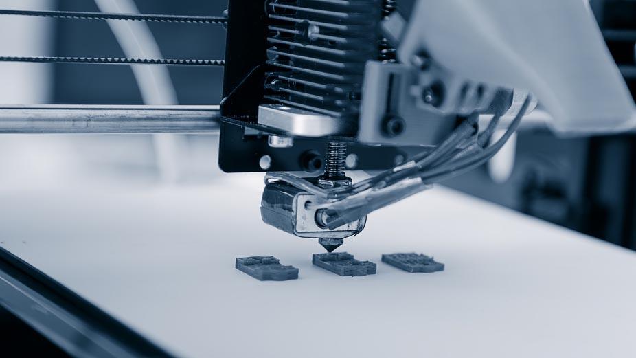 Mercedes, componenti in plastica e metallo prodotti con stampa 3D