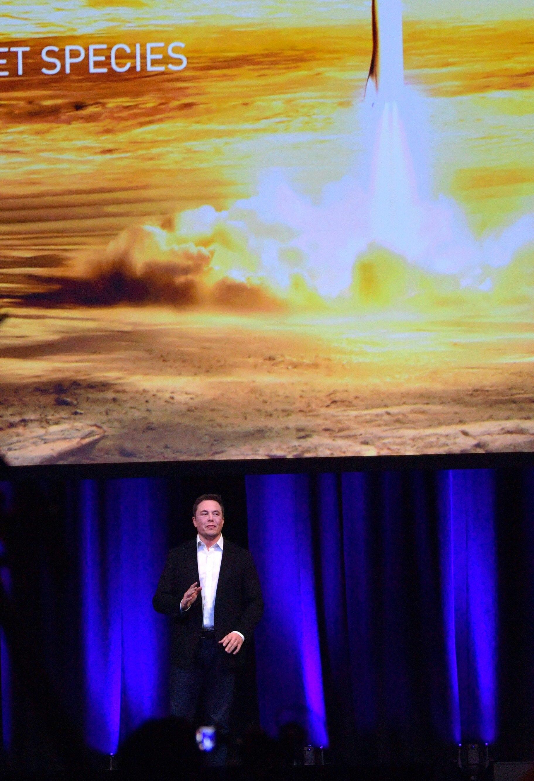 Musk, da Parigi a New York con un razzo