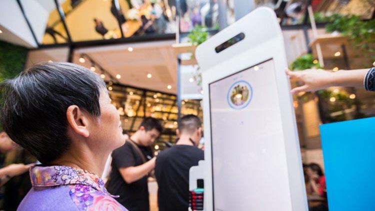Niente carta di credito o contante, in Cina si paga col sorriso
