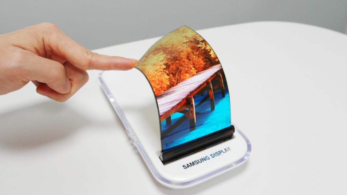 Samsung, il Galaxy S9 avrà lo schermo pieghevole