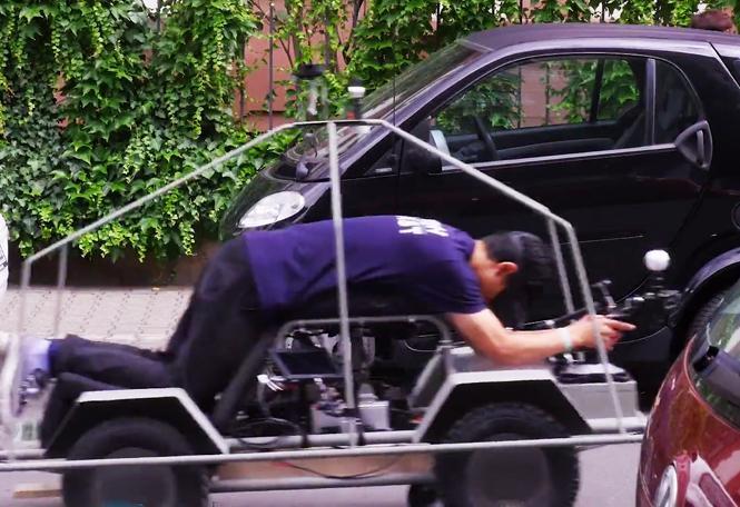 Moovel,persone trasformate in auto robot