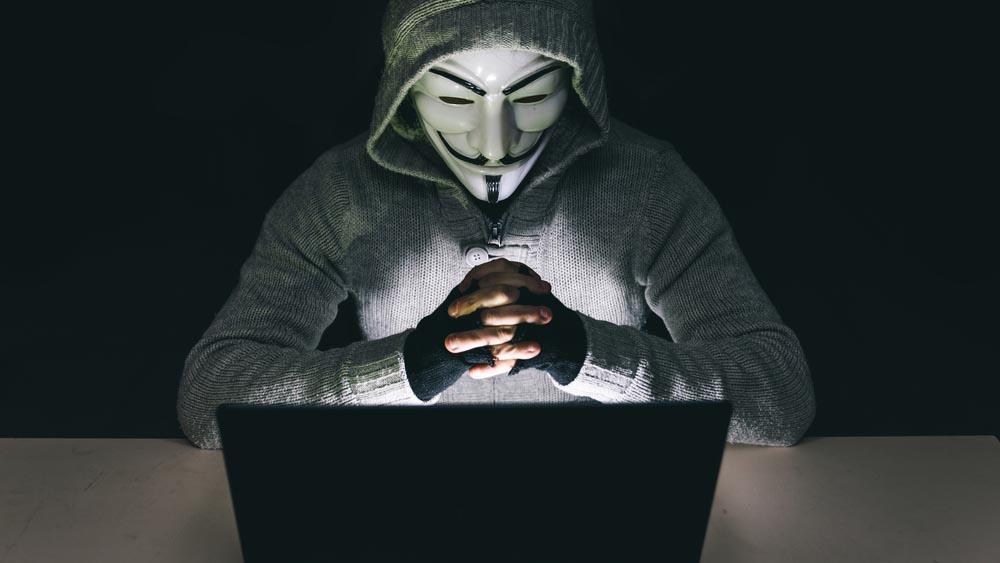 Anonymous attacca Governo e ministeri: rubati dati sensibili
