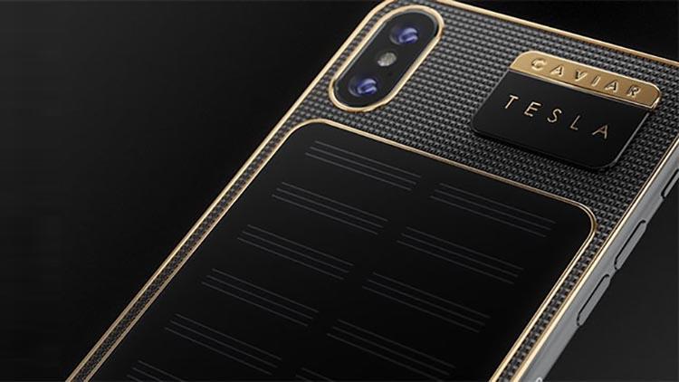 Caviar Tesla, l'iPhone X placcato oro e a energia solare